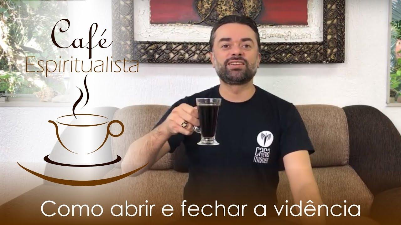 Daniel Souza transmitindo o café espiritualista